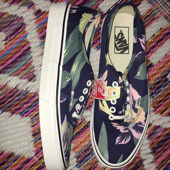 798469e714 Authentic Vintage floral lace up Vans
